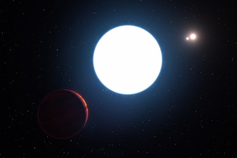 Teadlased avastasid planeedi, mis tiirleb ümber kolme tähe