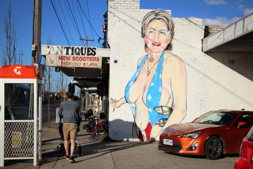 Melbourne'i eeslinnas näeb Hillary Clintonit seksikates monokiinides