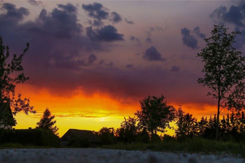 Eile Haapsalu lähedal taevas lennanud veidrad tulekerad on ufoloogi sõnul üks osa UFO-nähtustest