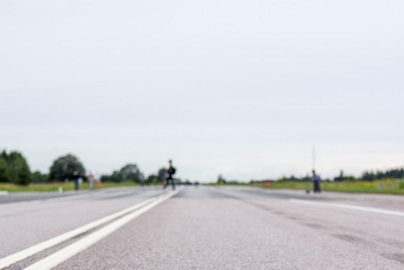 GALERII JA VIDEO | USA ründelennukid maandusid taas Piibe maanteel