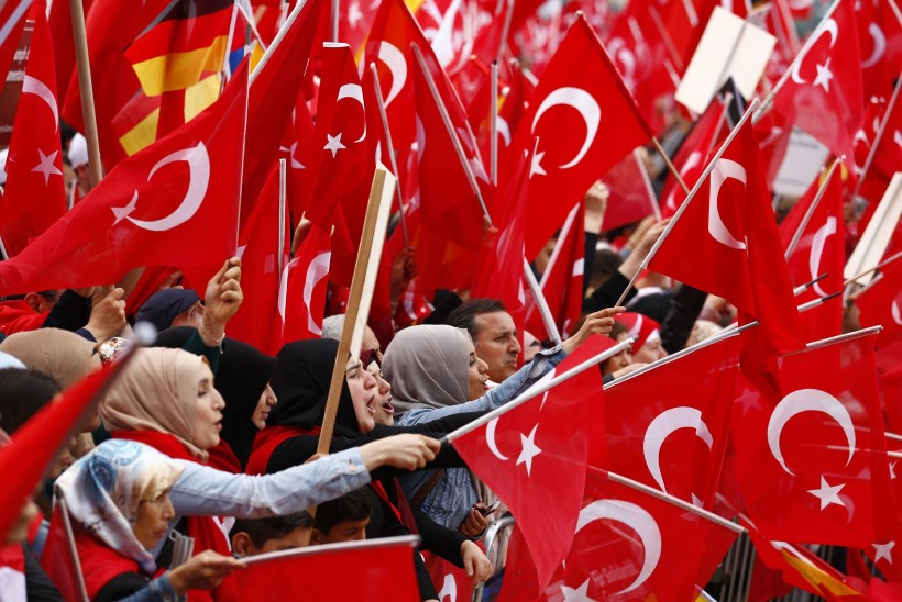 """""""Allahu Akbar!"""" -  Kölni tänavatel kaikusid türklaste valjuhäälsed hüüded"""