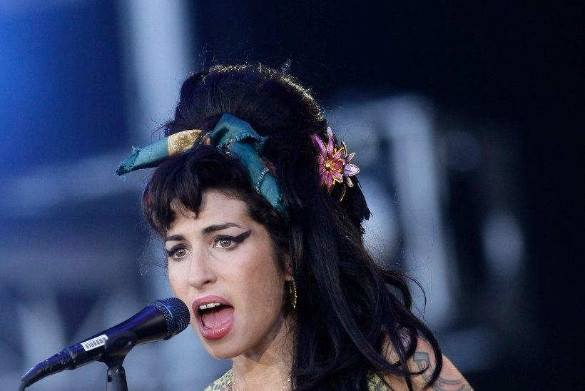 Amy Winehouse'i mälestuseks avatakse naiste võõrutuskeskus