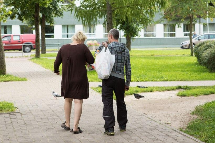 Ema oli lasteaias, isa kalal, koju jäänud laps mängis tikkudega ja pani korterile tule otsa!