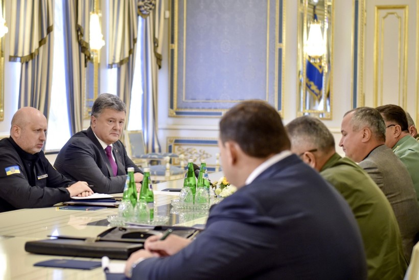 Porošenko andis käsu viia väed piiril kõrgendatud lahinguvalmidusse