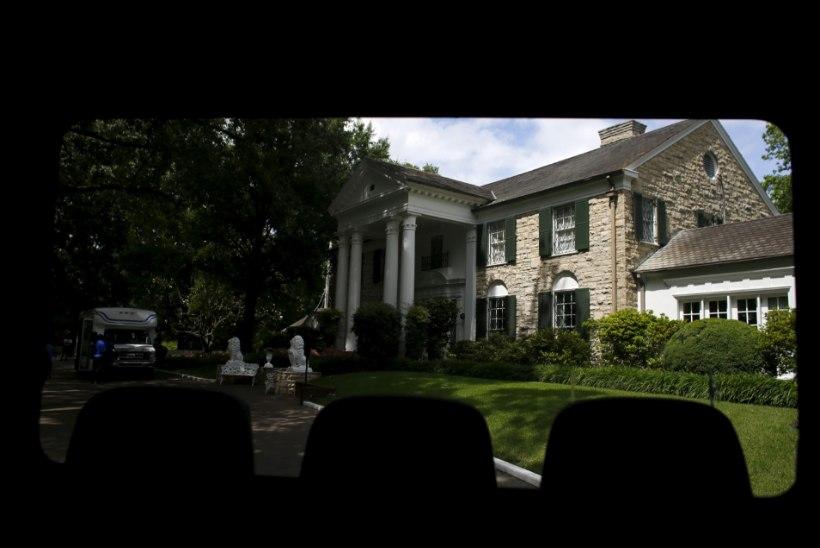 Elvise pompoosne kodu ehitatakse veelgi suuremaks