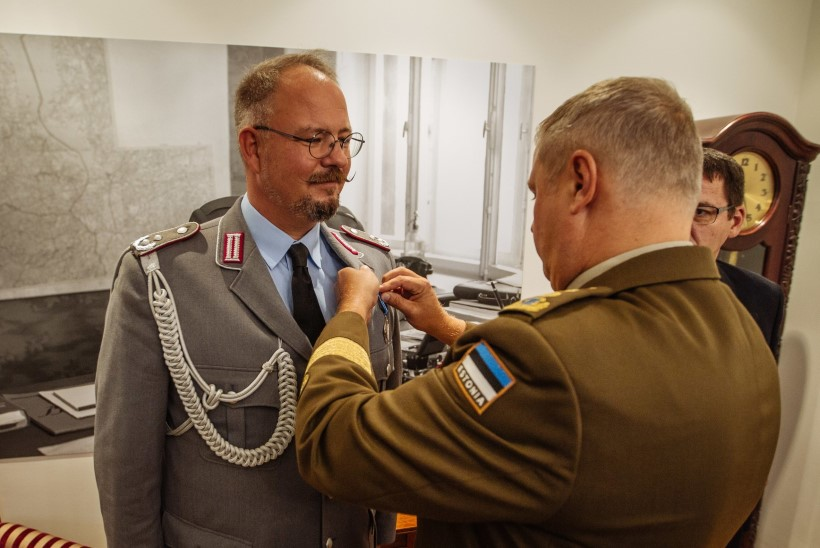 FOTOD | Saksa kaitseatašee sai kaitseväe teenetemärgi