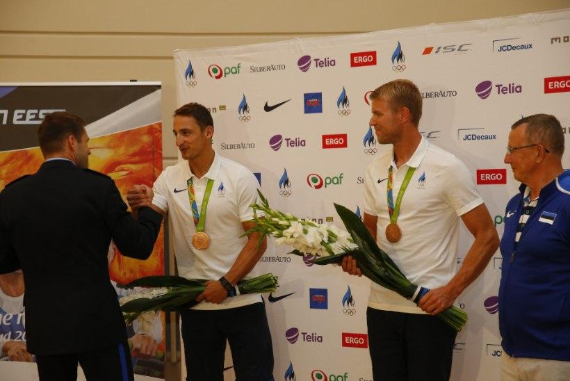 VIDEO ja GALERII   Vaata, kuidas tervitati olümpiapronkse Allar Rajat ning Kaspar Taimsood