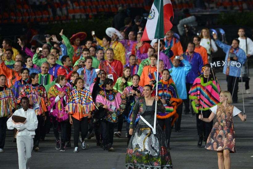 Jõuluvanakuued, piiskopi peakatted ja teised veidrused, mida sportlased on olümpial kandnud