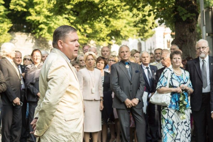 FOTOD: 20. augusti mälestuskivile asetati pärjad