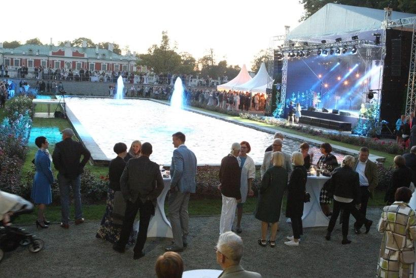 GALERII | Eesti muusikud tõid presidendipaari roosiaias tantsupõrandale
