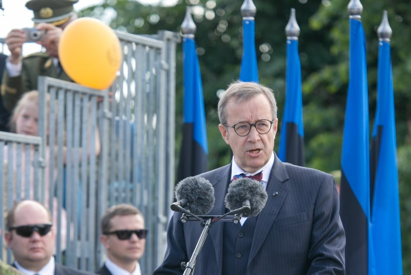 """President Ilves Eesti iseseisvuse taastamise 25. aastapäeval: meie rahvusromaan on """"Tõde ja õigus"""", mitte """"Kadedus ja kahjurõõm"""""""