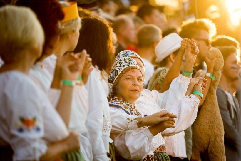 GALERII   Keilas toimunud kontsert näitas, et oma maitse järgi korraldades võib lauluväljakuid täita küll