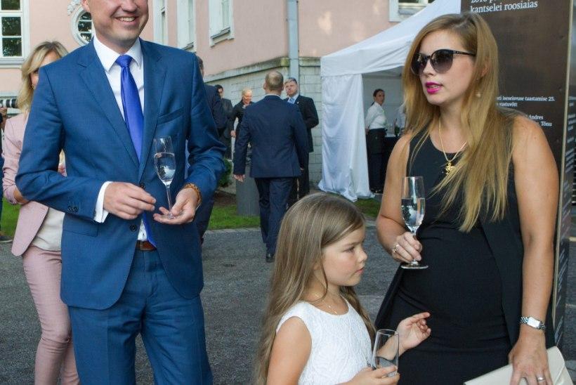 FOTOD JA TV3 VIDEO   Moelooja Ülle Suurhans-Pohjanheimo võrdles roosiaeda tulnud Luisa Värki sekspomm Kim Kardashianiga