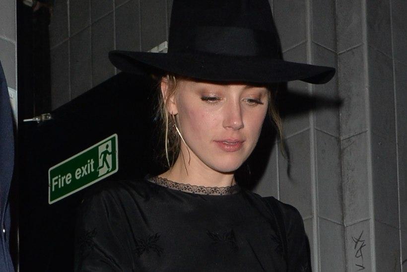 Stripiklubi jättis staaritsema hakanud Amber Heardi ja Cara Delevingne'i ukse taha