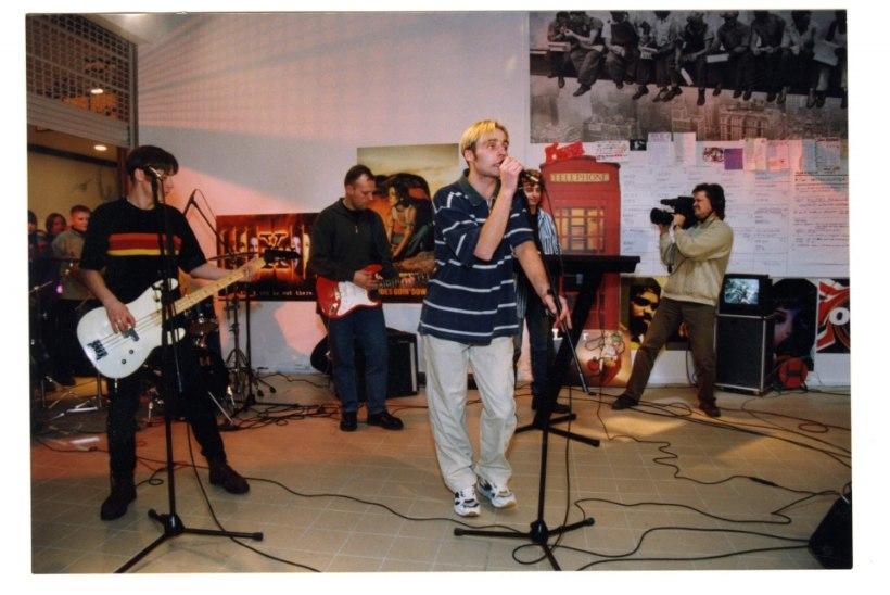 Tähtede elu 90ndatel: purjus kontserdikuulaja ei lasknud lavalt minema, honorar jäi saamata