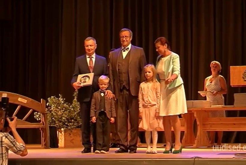 TV3 VIDEO   President Ilves tunnustas Eestimaa kauneimate kodude omanikke
