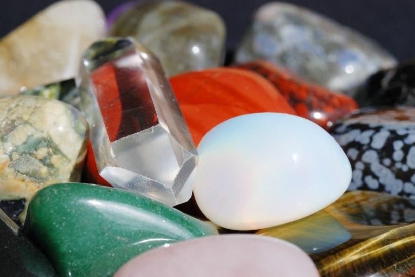 ARMASTUS JA KÜLLUS SINU TÄHEMÄRGILE: millised kristallid sobivad Kaksikule ja Vähile?