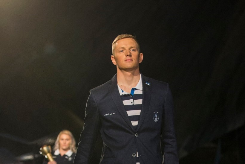 Eesti lippu kannab olümpiamängude avatseremoonial purjetaja Karl-Martin Rammo