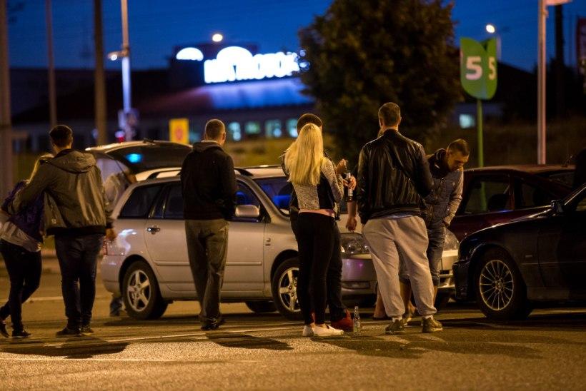 Noored rehvitossus - kes tõmbab ägedamalt autol külje ette