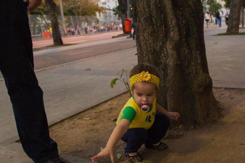 ÕL RIOS | GALERII: kiisu, sõjavägi ja superfännid ehk avatseremoonia melu Maracana staadioni ümber