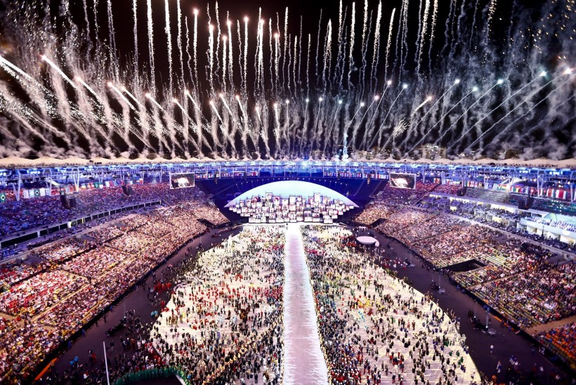 KAE NURJATUID! Inimesed võrdlesid avatseremoonia säras olümpiastaadionit vagiinaga