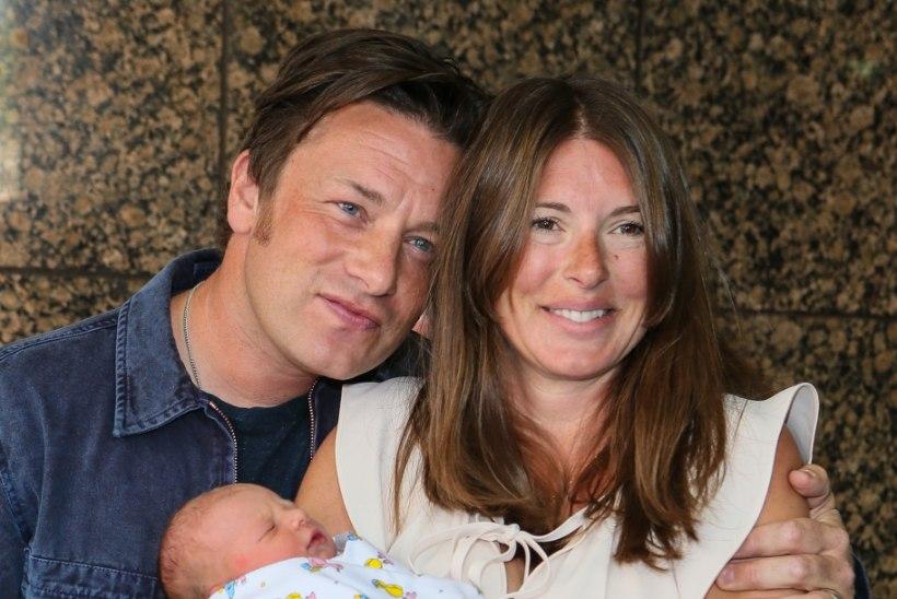 Jamie Oliver tunnistas, et tema viienda lapse nabanööri lõikasid läbi kaks vanemat tütart