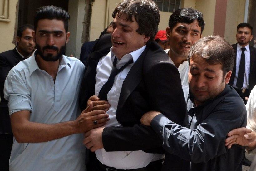 FOTOD | Pakistani haiglas õhkis enesetapja pommi, hukkus vähemalt 70 inimest
