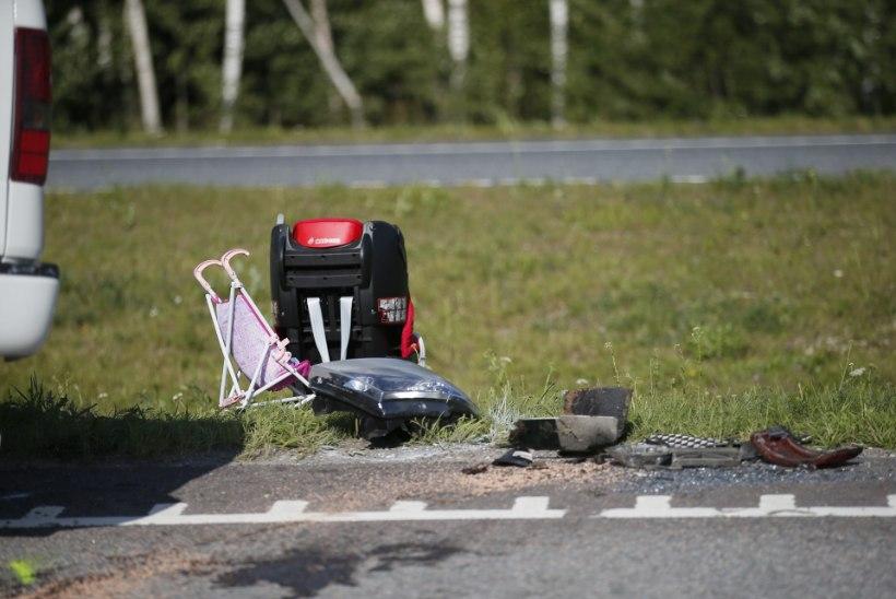 Bussile otsa sõitnud maasturis said viga naine ja kaks last