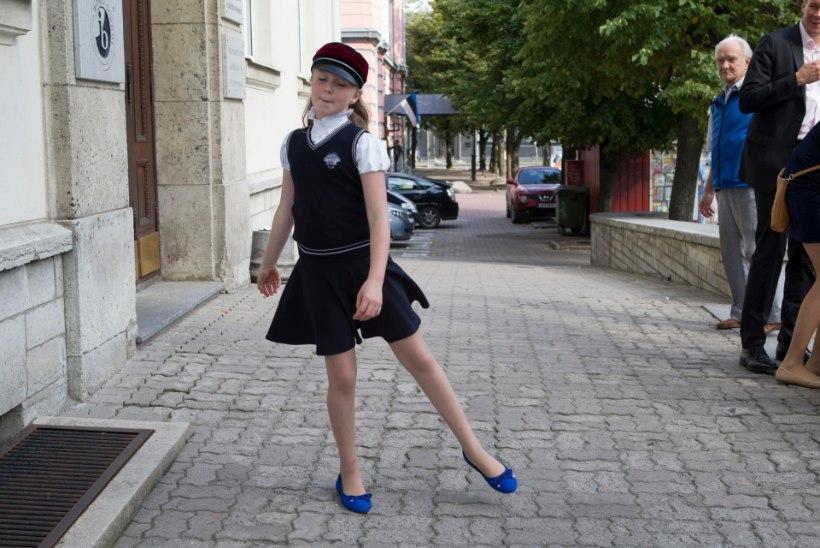 GALERII | LEIA FOTODELT OMA PÕNN: Vabaduse väljakul peeti aabitsapidu