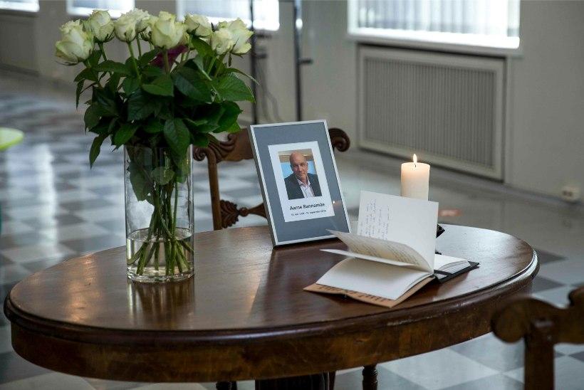 FOTOD MÄLESTUSRAAMATUST    Aarne Rannamäe saadetakse ära 16. septembril telemajast