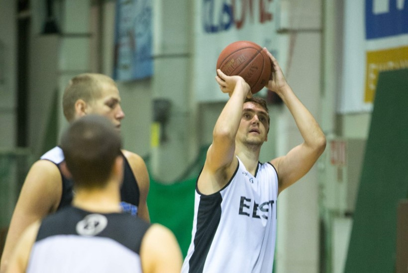 Kas täna pilgeni täituv ülikooli spordihoone aitab Eesti korvpallurid EM-finaalturniirile?