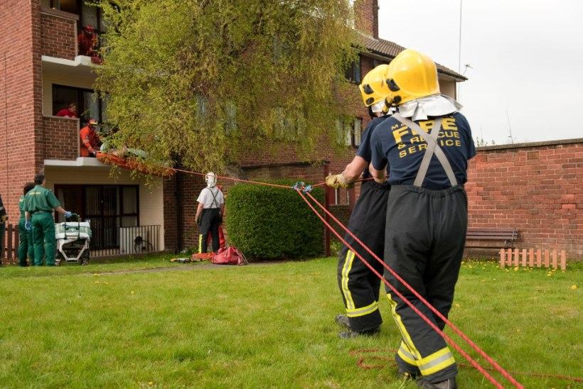 Briti tuletõrjujad on ülekaalulistega hädas: aastas aidatakse sadu rasvunuid, kes ei suuda ise liikuda