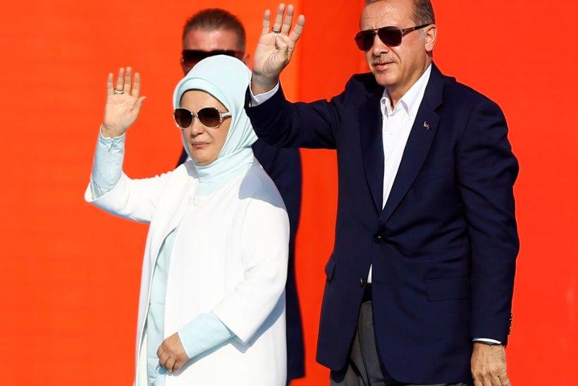 """Türgi esileedi moto: """"Laristada, laristada, laristada!"""""""