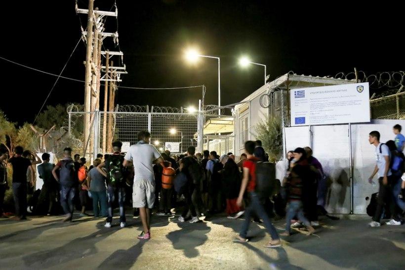 FOTOD | Lesbosel hävitas tulekahju kolmandiku migrandilaagrist