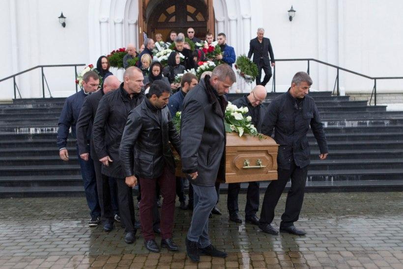 GALERII   Möödunud nädalal mõrvatud allilmaliider Nikolai Tarankov saadeti viimsele teekonnale