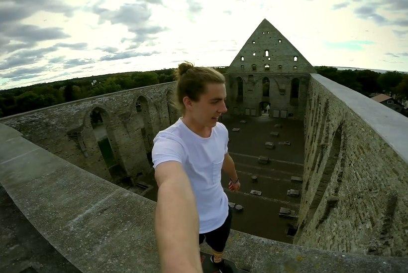 Mullu telemasti tippu roninud parkuurija sõitis Pirita kloostri müüril rulaga
