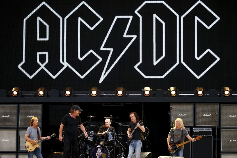 AC/DC laguneb: ka bassimees paneb ameti maha