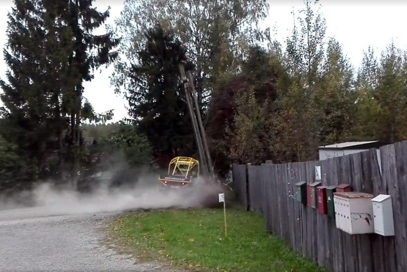 VIDEO | Tartu rallil niideti elektripost pikali, avapäeva järel juhib Murakas