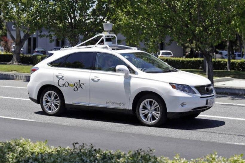 Google'i isesõitev auto sattus seni suurimasse õnnetusse