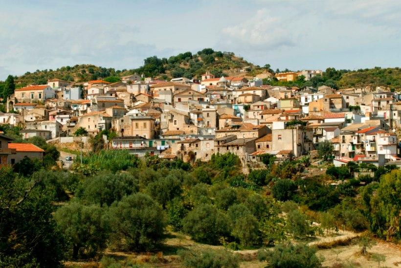 Itaalia mahajäetud mägiküla taaselustati migrantidega