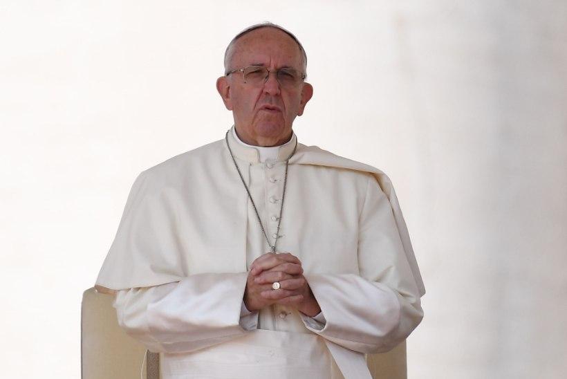 Paavst: Süüria linnu pommitavad väed peavad jumala ees vastust andma