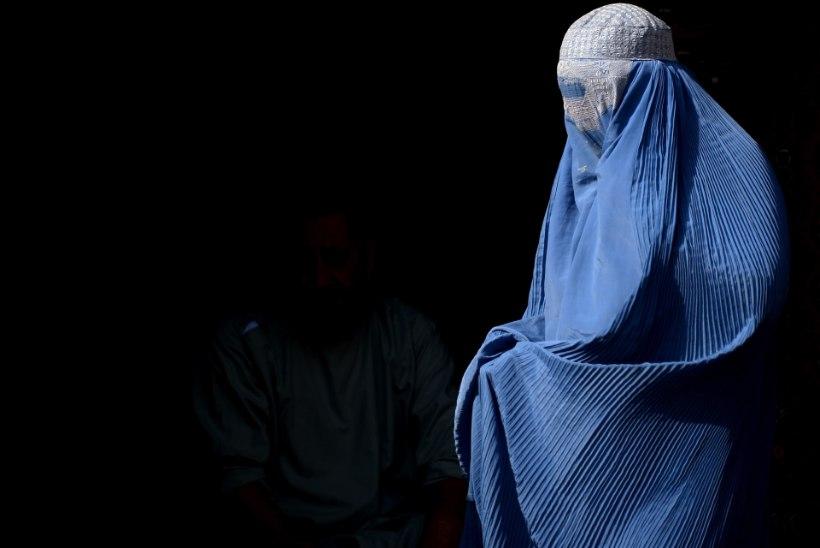 Islamiriik keelustas Mosulis burka kandmise