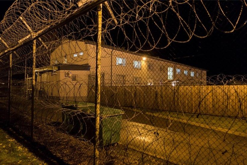 Varjupaigataotleja süütas Harku kinnipidamiskeskuses madratsid, politseinik sai põletushaavu