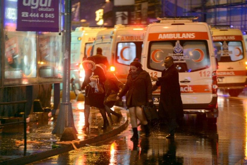 FOTOD   Istanbuli ööklubi tulistamises hukkus 39 inimest, kurjategija on ikka jooksus