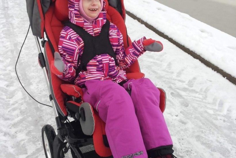 Enneaegsena sündinud tüdruku ratsutamisteraapiat toetab lisaks lastefondile ka linnaosavalitsus