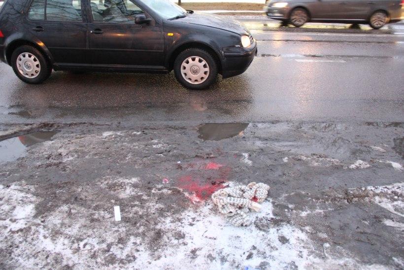 Pealtnägijad elustasid ülekäigurajal autolt löögi saanud meest