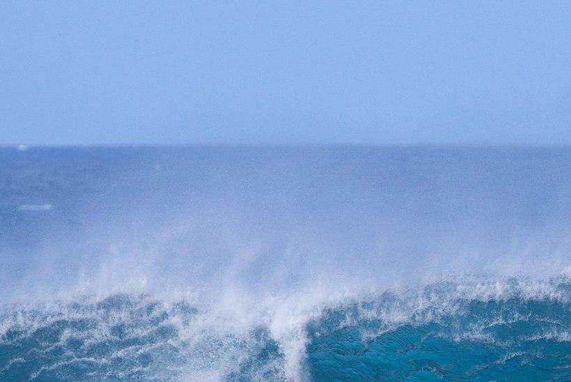 Kaubalaeva meeskond päästis öö merel veetnud surfija