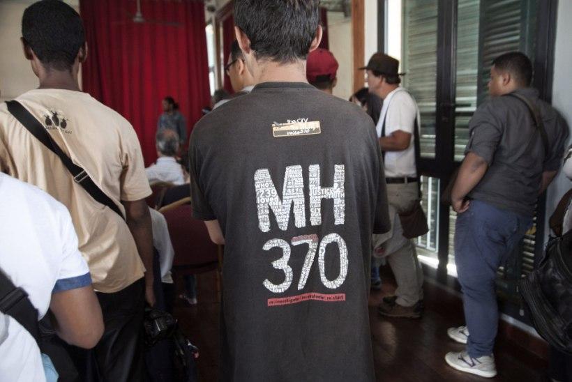 Salapäraselt kadunud lennuki MH370 otsingud lõpetati, reisijate omaksed on nördinud
