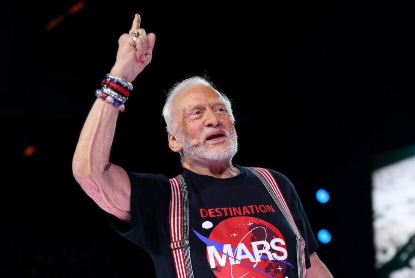 Kosmoselegend Buzz Aldrinist saab moešõu modell