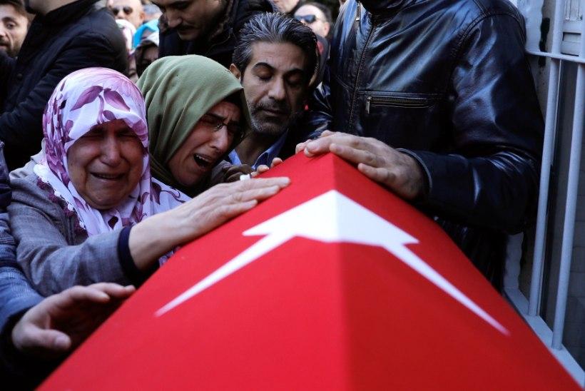 39 TAPETUT: uus aasta algas veresaunaga Istanbuli ööklubis
